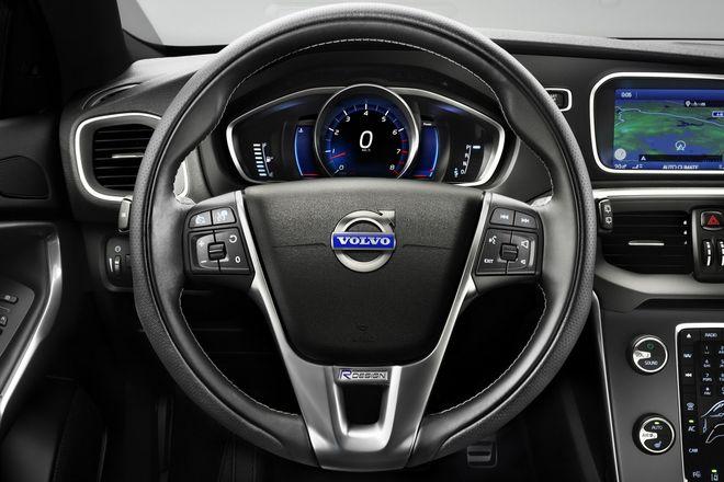 Volvo V40 R-Design — интерьер, руль